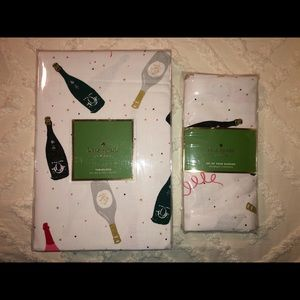 Kate Spade Tablecloth & 4 Napkins